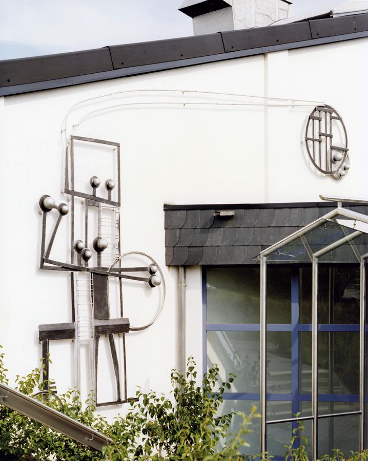 Figürliche Wandgestaltung Sporthalle Braunshausen, Eloxiertes Aluminium, Höhe 3,6 m, Breite 5,2 m