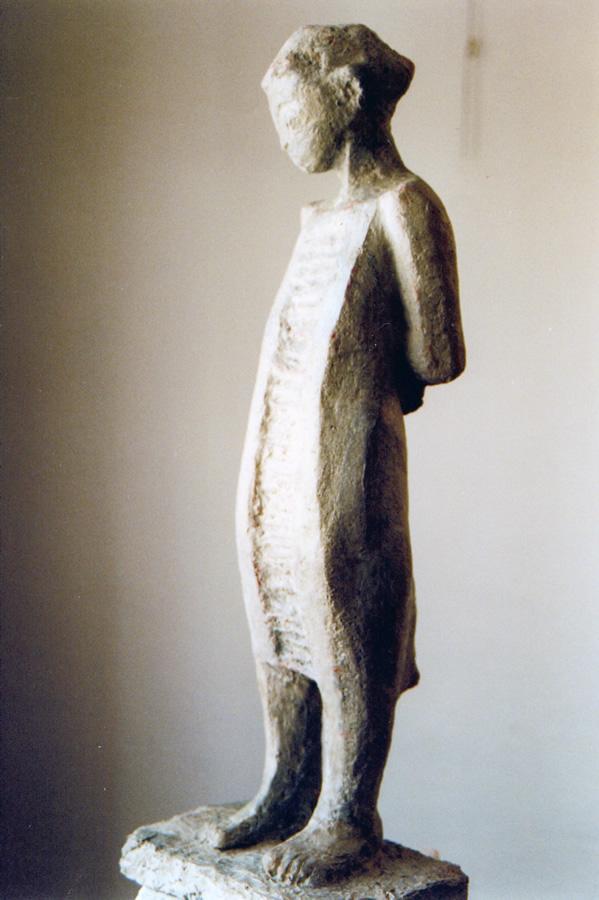 In sich versunken, Gartenplastik, Steinguss, Höhe 85 cm