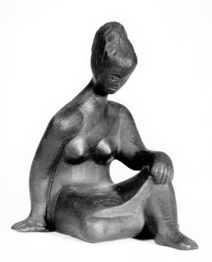 Kleine Sitzende, Stahl-Feinguss, Höhe 9 cm